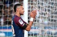 Neymar muxlislarga qarsak chalgani uchun pul olar ekan
